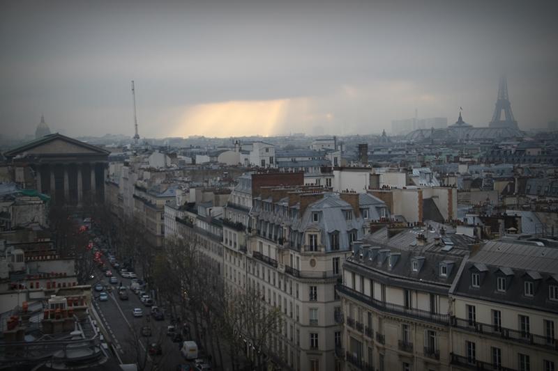 widok na miasto tuż przed zachodem słońca